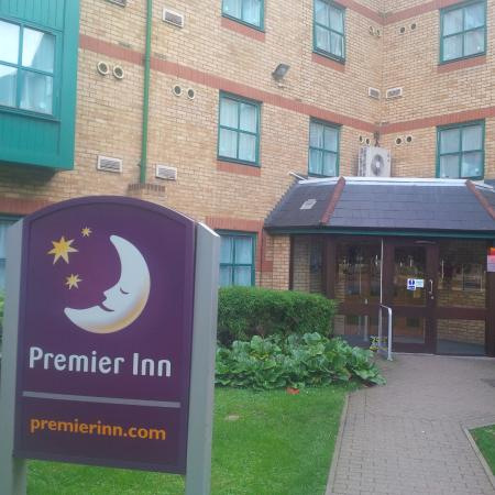 Premier Inn Luton (Airport) Hotel : From outside