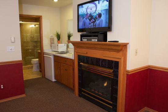 Bay Breeze Resort: Flat screen TV in every room
