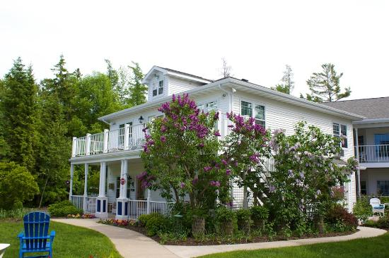 Bay Breeze Resort: Lilacs, front desk, Room #200