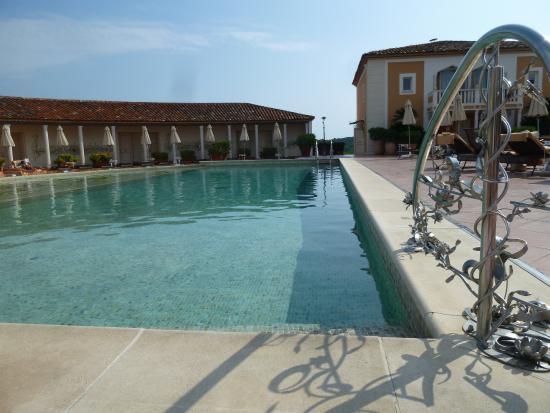 Grande piscine chauff e picture of chateau de la for Piscine wine