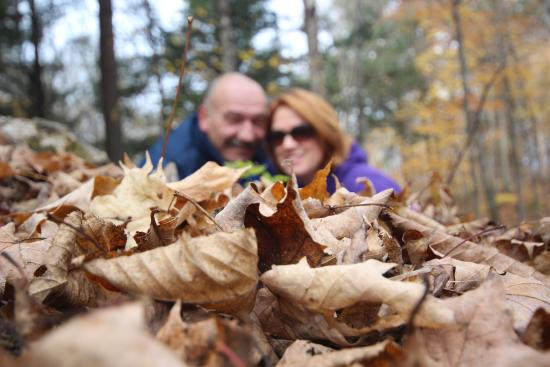 Bonnie View Inn: Acres and acres of walking trails/areas with many beautiful spots for some great family pics.