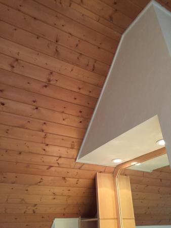 Aurora, OH: Vaulted ceilings in the bedrooms