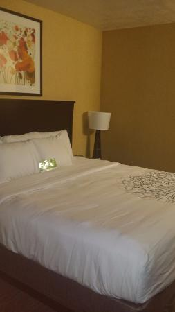 La Quinta Inn & Suites Logan: Bed