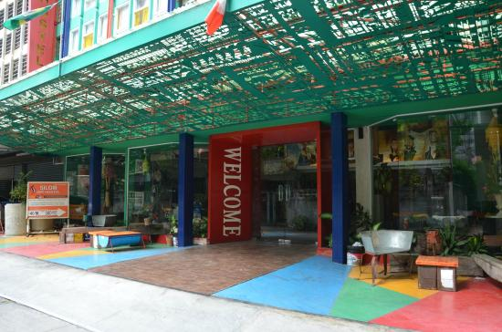 Silom Art Hostel : Entrance