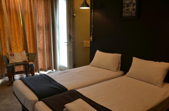 Silom Art Hostel: Twin Bed Ensuite