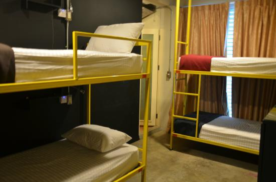 Silom Art Hostel: 4-Bed Ensuite