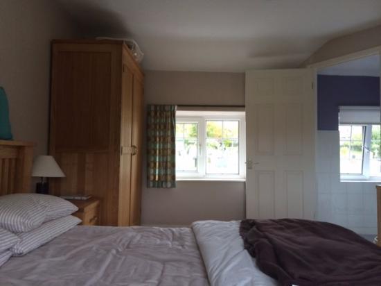 Ty Tal Bed & Breakfast: Room 3 windows street side