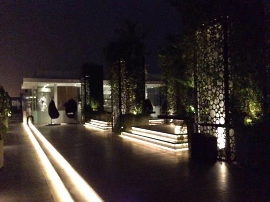 FM7 Resort Hotel Jakarta: Rooftop Patio, Open Until 1am, Great Sound System!