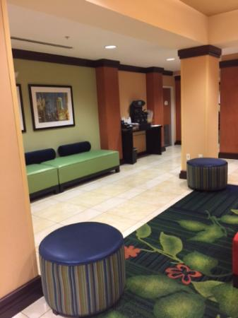 Fairfield Inn & Suites Seattle Bremerton: Big Lobby