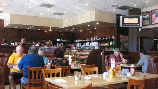 Agoura's Famous Deli & Restaurant : Part of inside