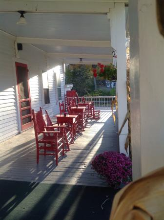 Echo Lake Inn: Front porch