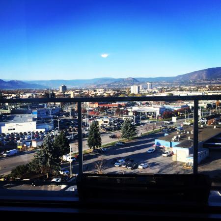 BEST WESTERN PLUS Kelowna Hotel & Suites: West facing view from the room.