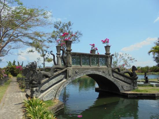 Tirta Ayu Restaurant , The Water Palace , Tirtagangga : Jardins
