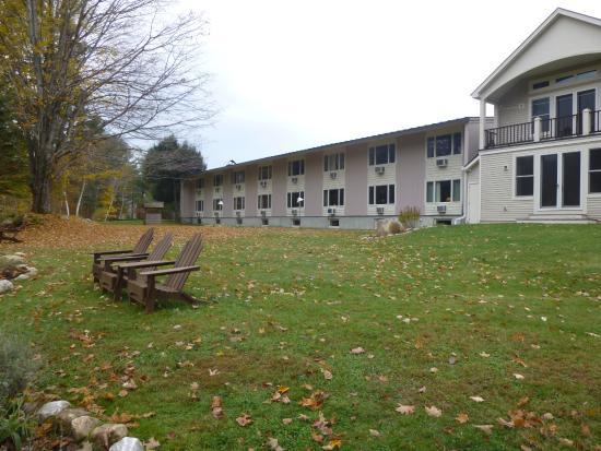 Toll Road Inn: Back yard view