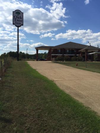 Oak tree inn.  New name of motel. Durant ms. 39063.  Ph :(662)-653-3881