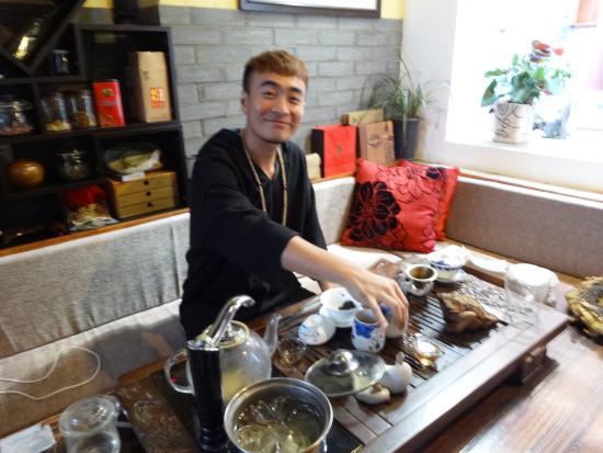 Lantaiyuan Boutique Inn: The Tea Master - Mr Tang