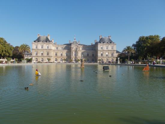 París, Francia: Octagonal Pond