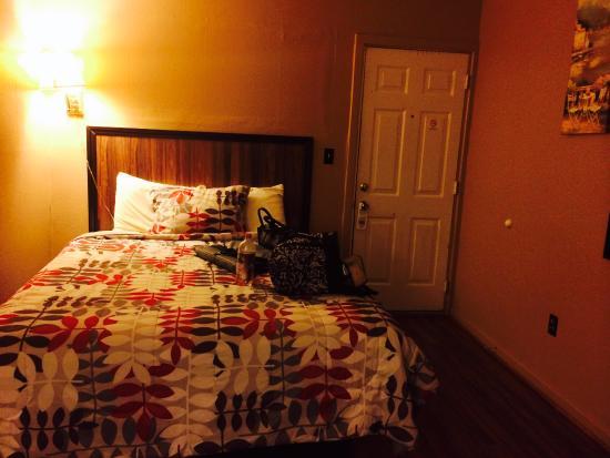Delhi, NY: Standard room bed