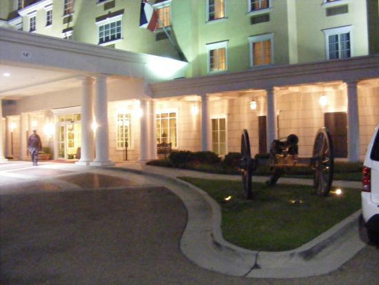 Hampton Inn Vicksburg: Main entrance of hotel