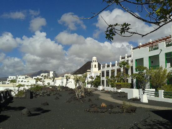 Hall de l 39 h tel picture of hotel the volcan lanzarote - Habitaciones blancas ...
