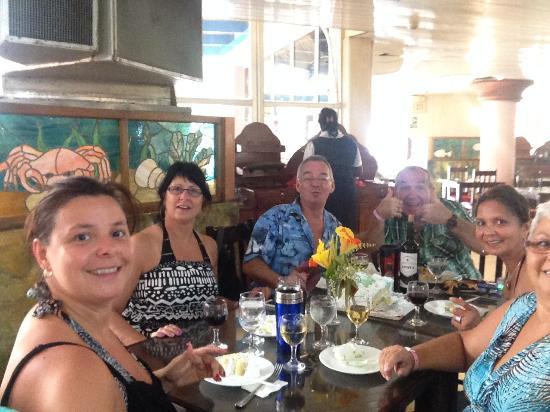 Un bon repas entre amis au buffet picture of brisas del for Repas sympa entre amis