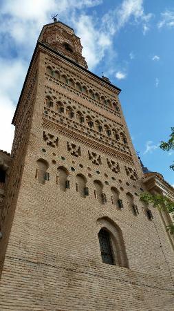 Hotel Castillo de Ateca: torre de la iglesia de Santa Maria