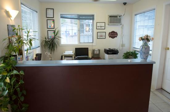 Kings Motor Inn: FRONT DESK