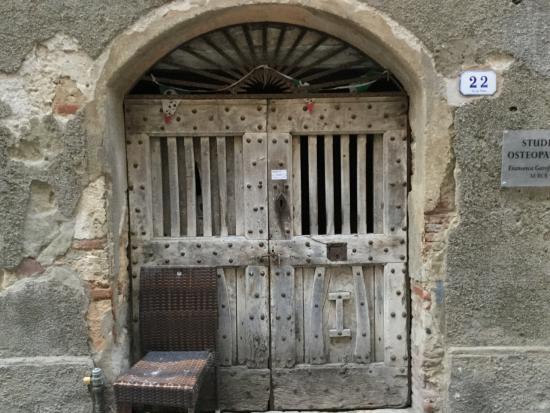 San Biagio Relais: doors of Ortebello