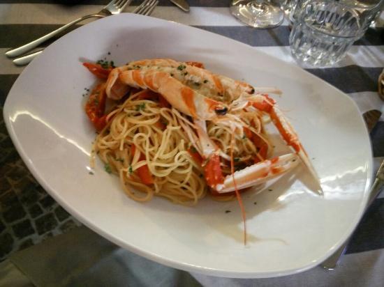 Porto Santa Margherita, Italien: Spaghetti con gamberi e pachino.