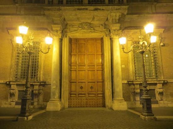 Vista di palazzo madama di giorno picture of palazzo for Senato repubblica