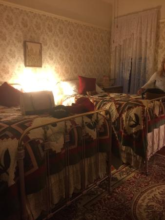 The Historic American River Inn: Nice quant bed and breakfast. Booked by phone. Shared bathrooms with adorable rooms. Learned all