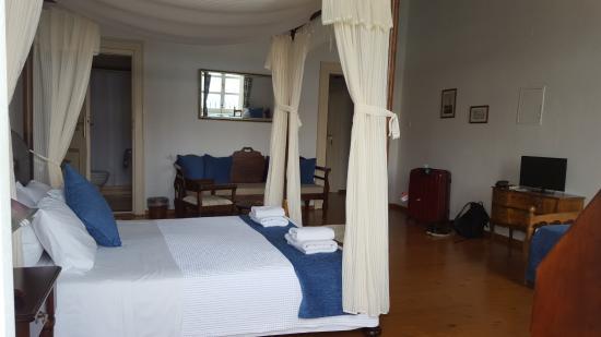 Amphora Hotel: Room