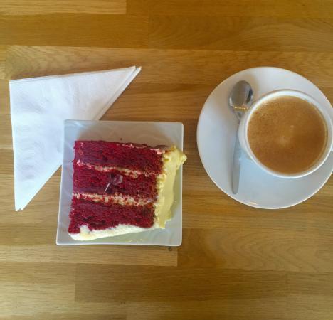lekkerste taart amsterdam De lekkerste taart van Amsterdam: Red Velvet Cake, met een flat  lekkerste taart amsterdam