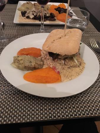 Burger de l'Accolade avec puree de courge, puree pomme de terre au thym, et puree de Butternot/C