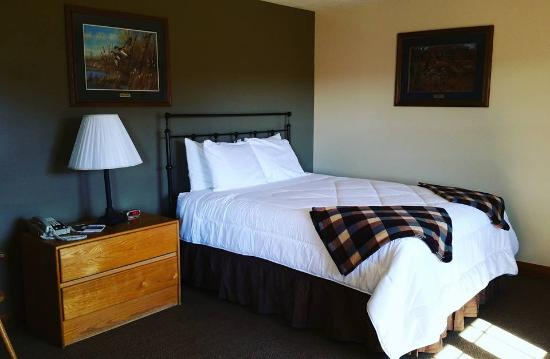 Stratton, ME: New plush, queen sized suites!