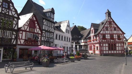 Marktplatz mit Ochsenbrunnen: Marktplatz