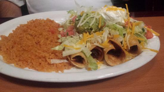 Caliente Mexican Bar & Grill: Beef Taquitos