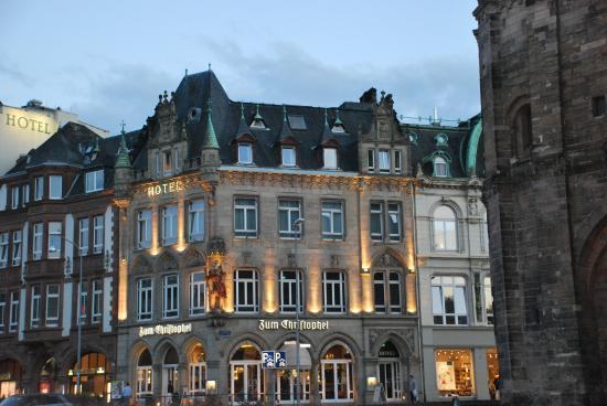 Zum Christophel Hotel-Restaurant : Вид на отель вечером
