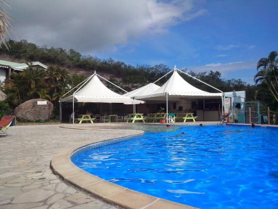 le restaurant en bord de la piscine picture of le calypso latino le diamant tripadvisor. Black Bedroom Furniture Sets. Home Design Ideas