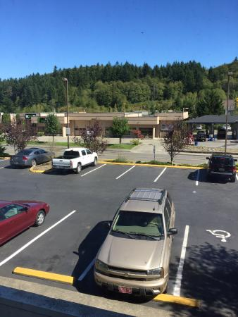 GuestHouse Inn & Suites Poulsbo : window view