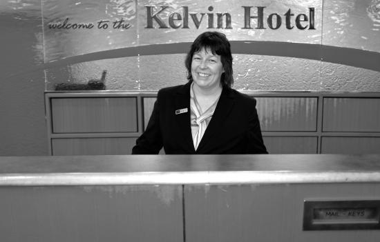 Kelvin Hotel: Friendly check-in.
