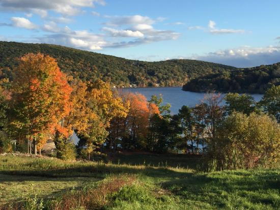 The Sachem Farmhouse Bed & Breakfast : The foliage in the middle of October is just spectacular! And the Sachem Farmhouse is an ideal l