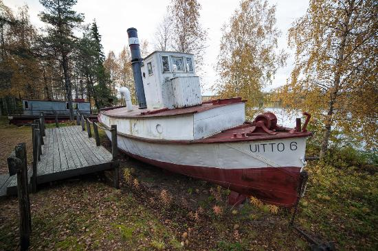 Lapland Forestry Museum: Old boat used to toe trees by water