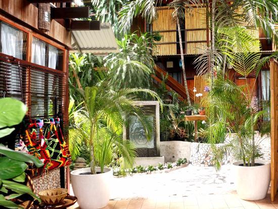 Raintree Lodge: Foyer