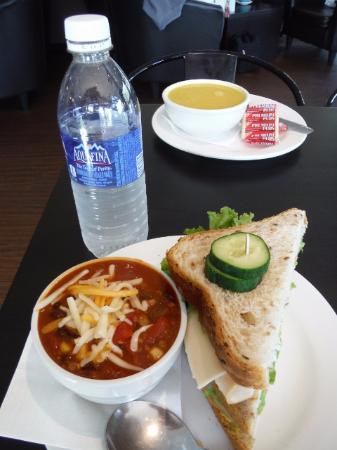Courtenay, Canadá: Cafe Amantes Lunch Combos