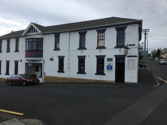 Shipwright's Arms Hotel: The facade of the pub