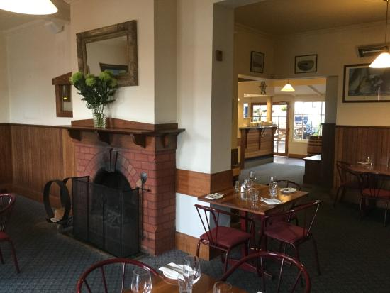 Shipwright's Arms Hotel: Open fireplace in restaurant