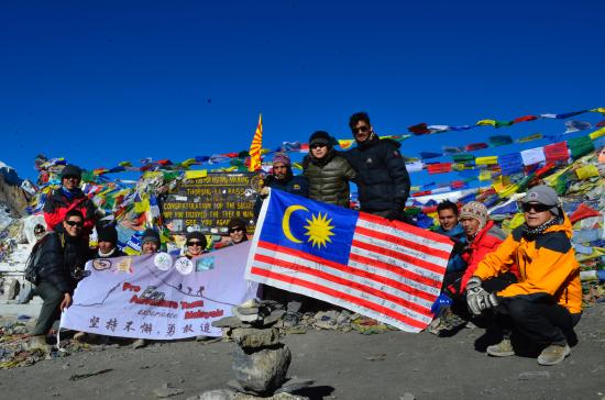 Sublime Trails: Group photo at Thorong-La Pass, 5416 m on Oct. 10, 2015