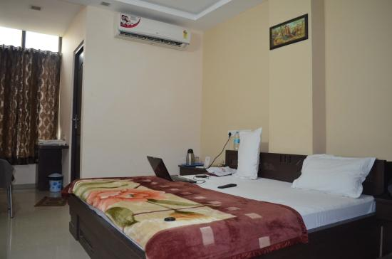 neat and clean bedding picture of oyo 22872 hotel shivam fort view rh tripadvisor in