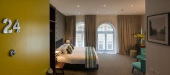 Hotel 115 Christchurch: Honeymoon suite room